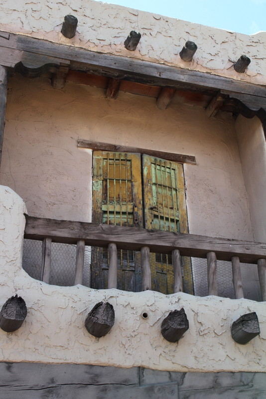 Regional architecture and preservation in santa fe nm for Mexican style architecture