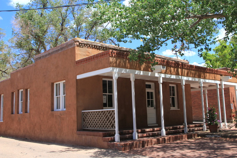 Regional architecture and preservation in santa fe nm for Territorial home designs