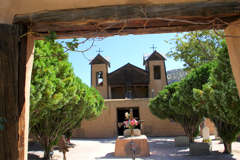 02-gate-to-chimayo-church_texas_oklahoma_architect_chambers_architects