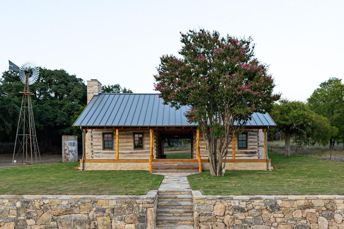 Antique Log Home Architect, Antique Log Homes, Texas Ranch Homes, Historic Texas Ranch Homes, Best Ranch Designs in Texas, Texas Ranch Architects, Best Ranch Home Architects, Early Texas Log Homes, Early Texas Log Cabins